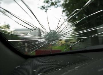 Как устранить трещину на лобовом стекле?