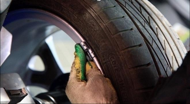 Балансировка колес, прикрепление контргруза