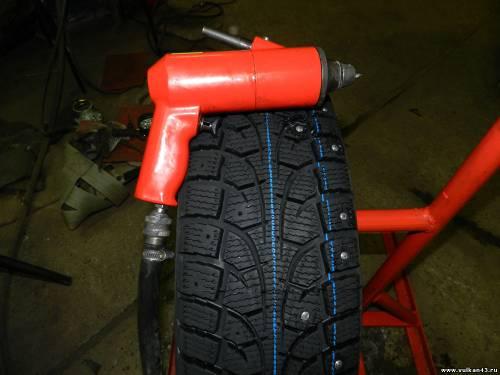 Инструмент для ошиповки шин