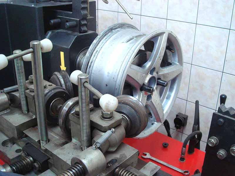 Станок для прокатки литых дисков