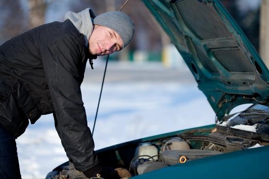 Попытка завести машину в мороз