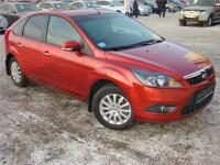 Ford Focus 2 красного цвета